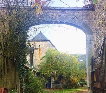 Le lieu de formation : entrée de la ferme de Vevy-Wéron